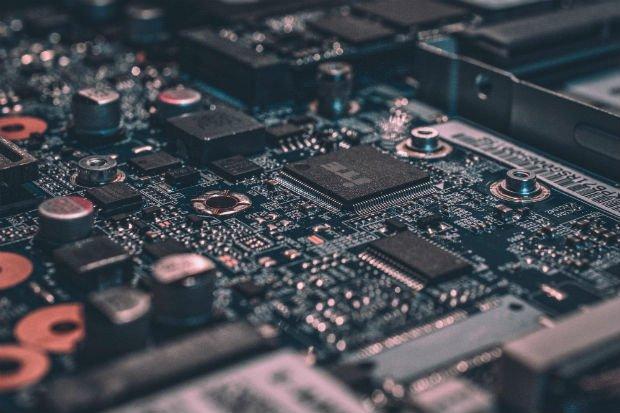 Le développement de l'intelligence artificielle est permise grâce à l'accroissement des technologies complexes.