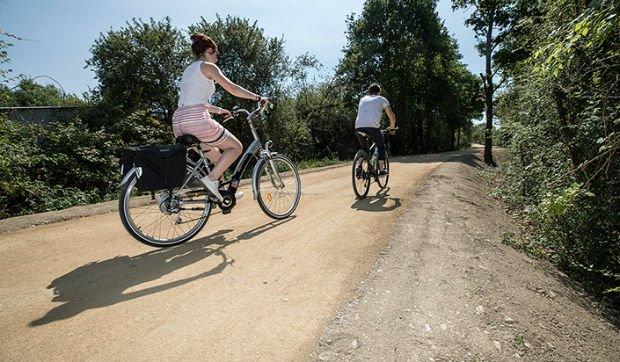 L'ancienne voie de chemin de fer réhabilitée en piste cyclable à Angers