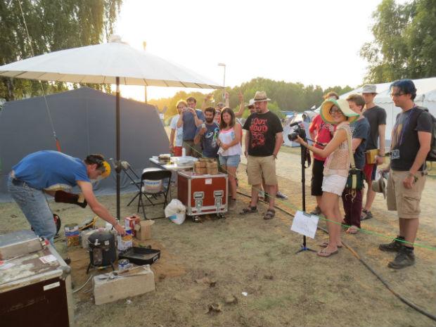 Session de démonstration de fonderie lors du summer camp 2015 du Chaos Computer Club au nord de Berlin