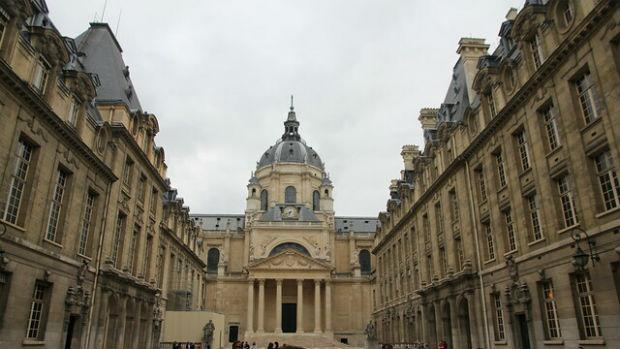 Se blottir dans les bras de la Sorbonne