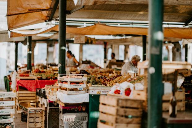 Marché de fruits et légumes à Venise.