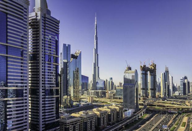 Il y a une soixantaine d'années, Dubai était un petit village de pêcheur. Aujourd'hui, c'est l'une des destinations touristiques du moment en grande partie pour ses prouesses architecturales.