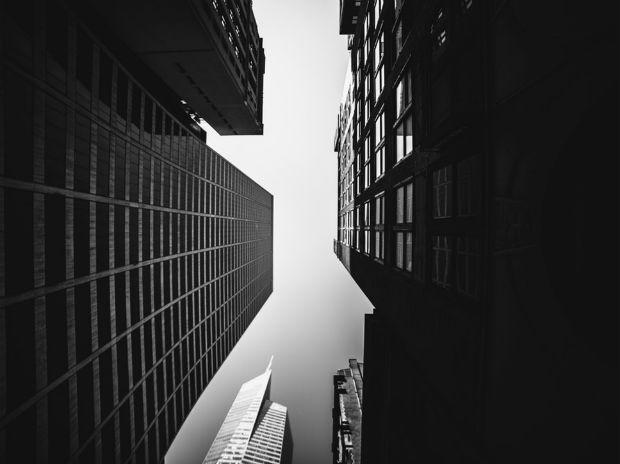 A New-York, certaines avenue de Manhattan sont cernées par des bâtiments de grandes hauteurs