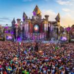 Le festival Tomorrowland, en Belgique, propose une scénographie architecturale chaque année de plus en plus créative