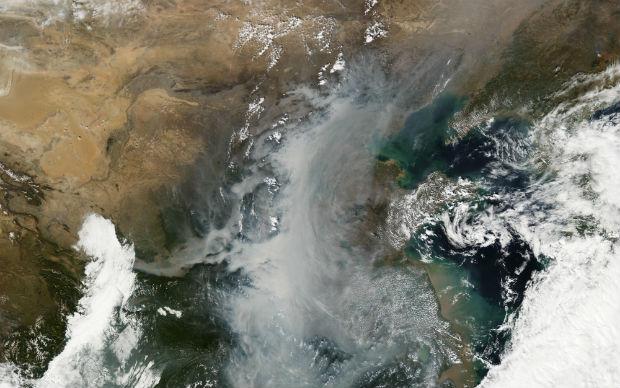 En 2013, la Chine est touchée par un sévère épisode de pollution de l'air, le smog est alors visible depuis l'espace