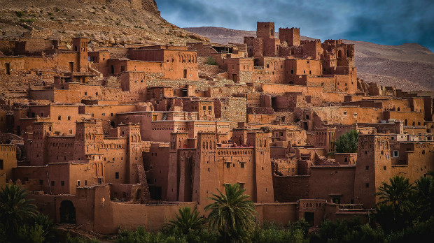 Aït-ben-Haddou au Maroc est une ville adaptée aux fortes chaleurs grâce à son architecture adaptée.
