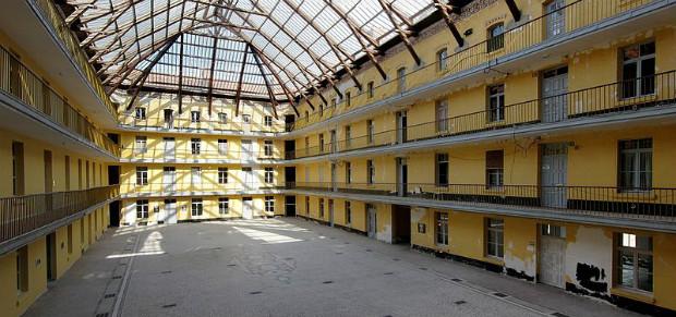 Pavillon central du familistère de Guise (02) finit en 1883, accueillait en tout 500 appartements ©Velvet sur Wikimedia commons