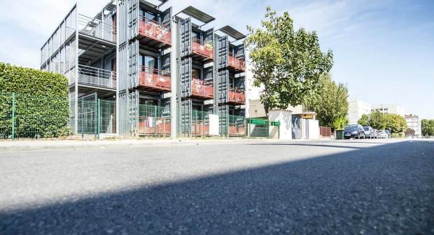 Immeuble en conteneurs maritimes recyclés mis au point par Habitat et Humanisme en 2015 à Lyon - Habitat et Humanisme Rhône