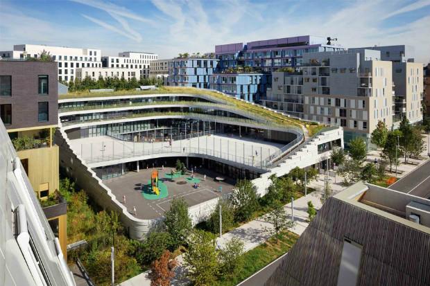 À Boulogne-Billancourt, le groupe scolaire des sciences et de la biodiversité est un bâtiment pensé pour sensibiliser les enfants à la biodiversité.