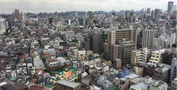 Tokyo, ville particulièrement dense, peut-elle devenir un modèle de ville durable ? – Photo : Romain Dumouchel