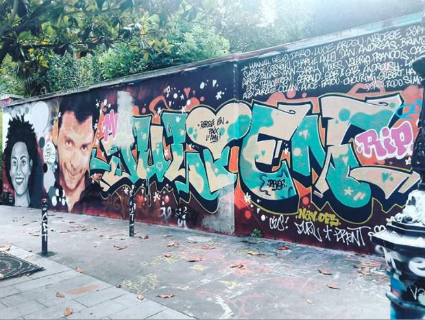 Ici le street-art sert de médium de recueillement ©️Lumières de la ville