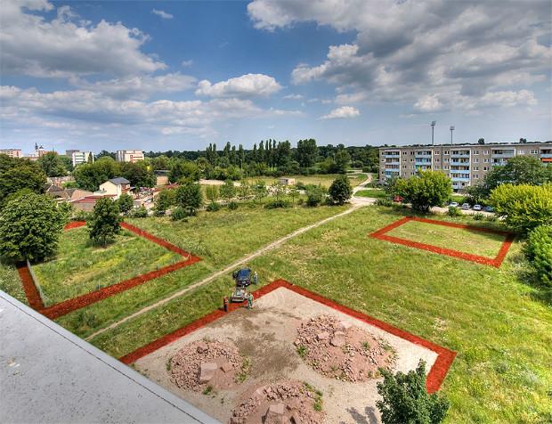 À Dessau en Allemagne où l'exode rural est fort, la municipalité a mis en place le projet « Claims » permettant aux habitants d'acquérir gratuitement des friches urbaines abandonnées (de 400m2 chacune) et d'en définir l'utilisation - Doreen Ritzau/IBA-Stadtumbau-Büro Dessau-Roßlau