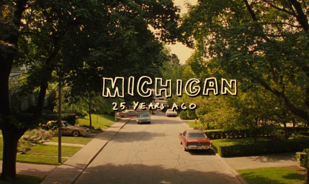 Une suburb des années 1970 bien comme il faut, donc ennuyante à mourir, dans The Virgin Suicides (1999)