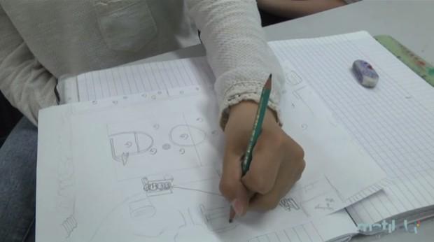 Des adolescents de classe de 5ème ont été amenés à dessiner leur cour de récréation. Les endroits occupés par les garçons sont marqués par un G, ceux occupés par les filles sont marqués par un F © plateforme Matilda