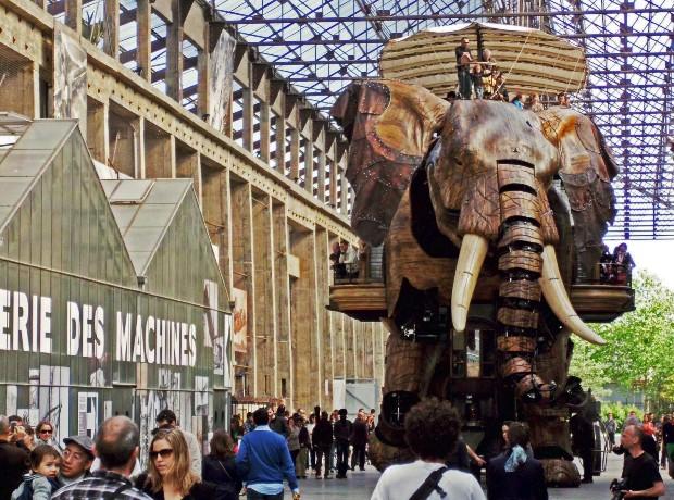 L'éléphant de l'Île de Nantes se promène à la rencontre des passants ©️Mr Thinktank sur Flickr