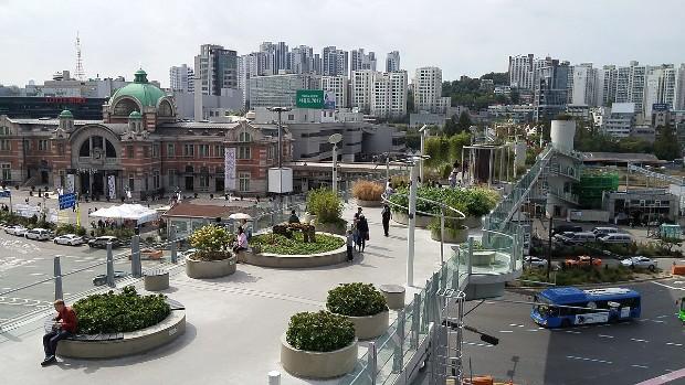 L'autouroute urbaine transformée en parc à Seoul en Corée ©Christian140 via Wikipedia