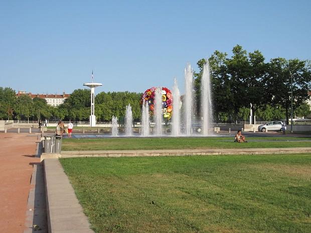 Les jets d'eau de la place Antonin Poncet à Lyon (2ème arrondissement) - ©Jilibi