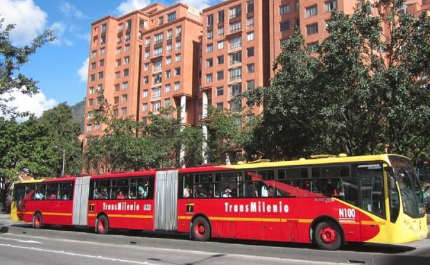 Un bus du réseau Transmilenio © via Wikipédia