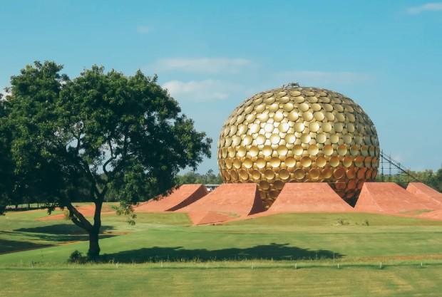 Cité utopique Auroville, Inde ©️ Matthew T Rader via Unsplash