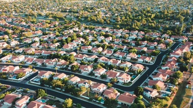 Suburb Glendale, USA ©️Avi Waxman via Unsplash