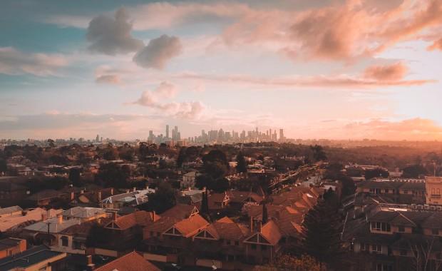 Paysage de Melbourne de sa périphérie urbaine ©️Pat Whelen via Unsplash