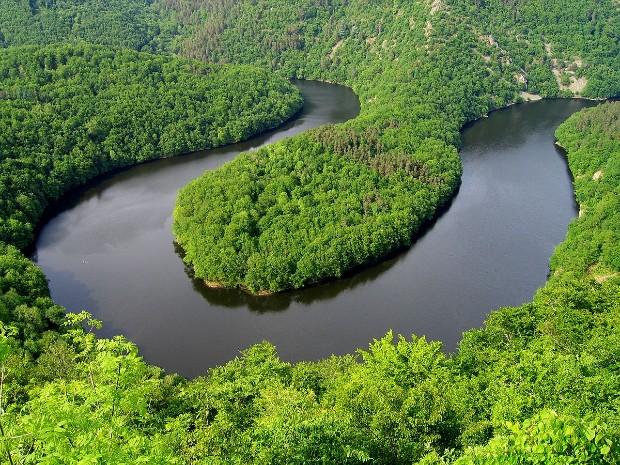 Photo 3 : Paysage auvergnat : Le méandre de Queuille ©️ via Ecosia