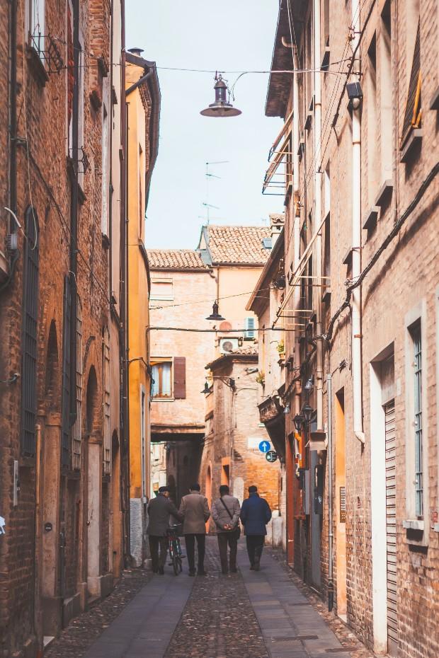 Ferrara ©️ Eugene Zhyvchik via Unsplash