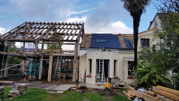 Réemploi d'une charpente pour la création d'une extension de maison - Source : Bâti Récup