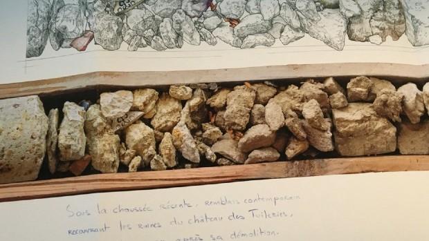 L'oeuvre Time Capsule de Joana Hadjithomas et Khalil Joreige présente des prélèvements dans les sous-sols de Paris. Les résidus urbains marquent les différentes époques de la ville - Joana Hadjithomas et Khalil Joreige