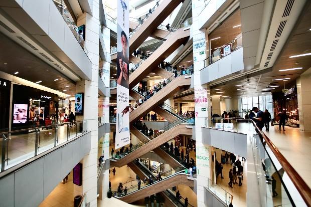 Exemple de l'intérieur d'un mall chilien ©️Jorge Fernández Salas via Unsplash