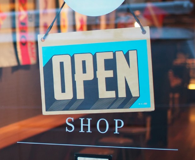 e-commerce proximité ? ©️Mike Petrucci via Unsplash