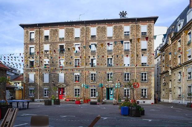 Centre d'hébergement d'urgence Les Cinq Toits à Paris - Jeanne Menjoulet/Wikipédia