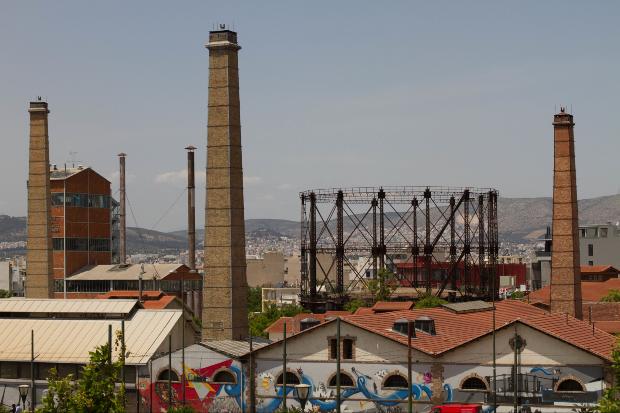 L'ancienne usine de Gaz de la ville d'Athènes, délocalisée pour réduire la pollution de l'air en centre urbain, est devenue un centre consacré à la culture et l'innovation. Source : Helen Cook via flickr