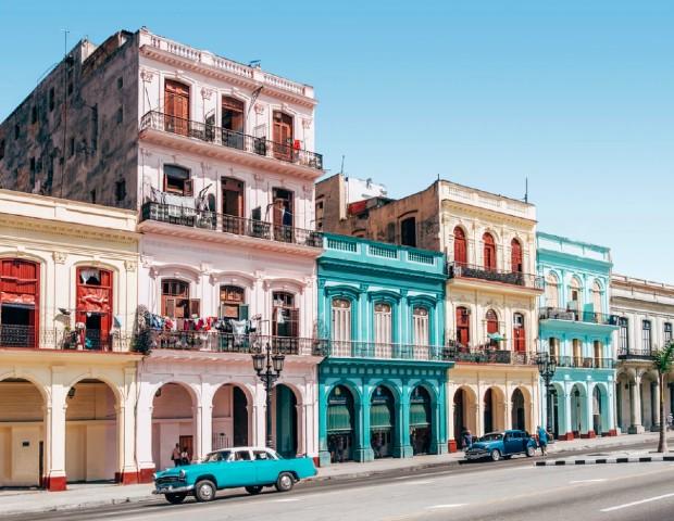 Des pieds d'immeuble à Cuba ©️ Spencer Everett via Unsplash
