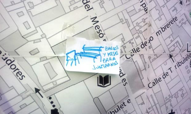 """Suggestion émise lors de la participation habitante d'Imagina Madrid: """"Bancs et tables pour nous rassembler"""" via noez.org"""