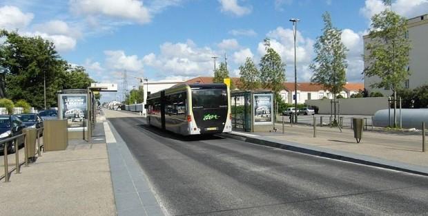 Busway - Le Busway, à Nantes, une ligne de bus à haut niveau de service - crédit : IngolfBLN sur Wikipedia