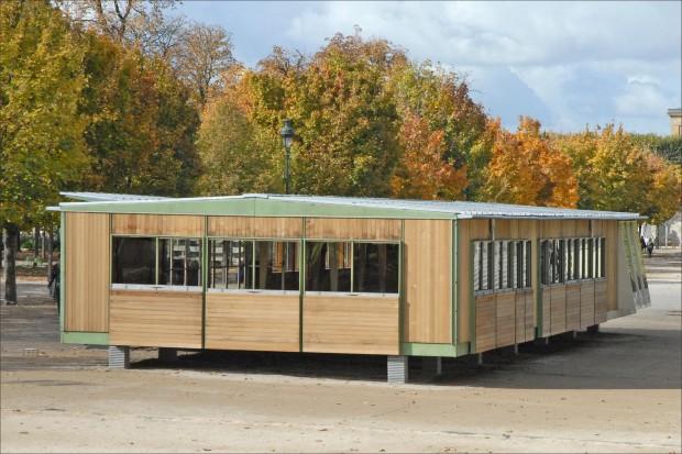 Photo 1 : Maison Ferembal aux Tuileries, un exemple de mise en application des recherches de Jean Prouvé sur l'architecture démontable et l'habitat nomade. Source : Jean-Pierre Dalbéra via Flickr
