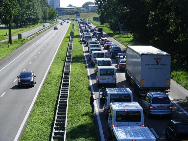 Embouteillages sur une autoroutes aux Pays-Bas - Neushorn/Wikipédia