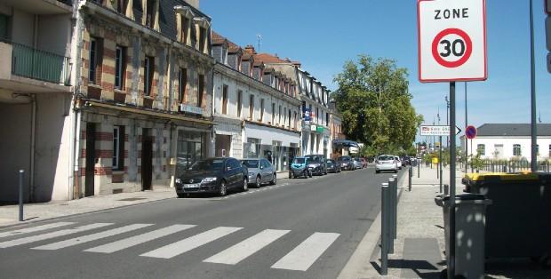 Une zone 30 à Grenoble Métropole - crédits : RdA Suisse sur Flickr