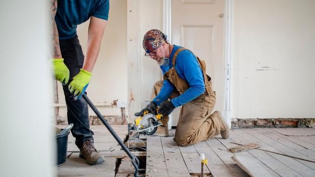 L'auto-rénovation permet de valoriser le patrimoine existant et les expertises des habitants. ©getty images