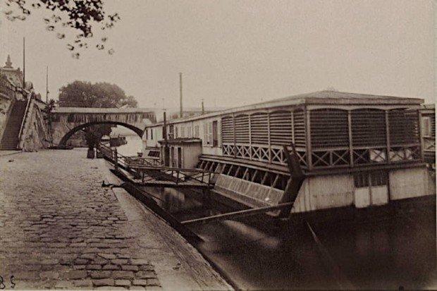 Bateau lavoir vers le Pont Royal en 1911 - Eugène Atget/BnF