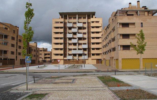 Souvent déserte, la ville nouvelle de Ciudad Valdeluz a des airs de décor de western. Copyright : RinzeWind / Wikimedia