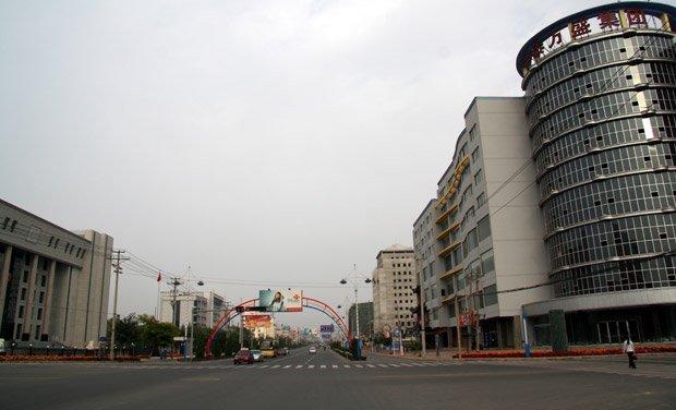 La ville nouvelle de Kangbashi, en Mongolie intérieure, est tellement vide qu'il y aurait là-bas entre 2,5 et 2,9 appartements par habitant...  Copyright : Adam Cohn /Flickr