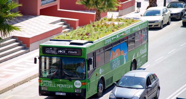 L'artiste-paysagiste espagnol Marc Granén a aménagé des plantes poussant hors-sol sur des toitures de bus. Copyright : Marc Granén / PhytoKinetic