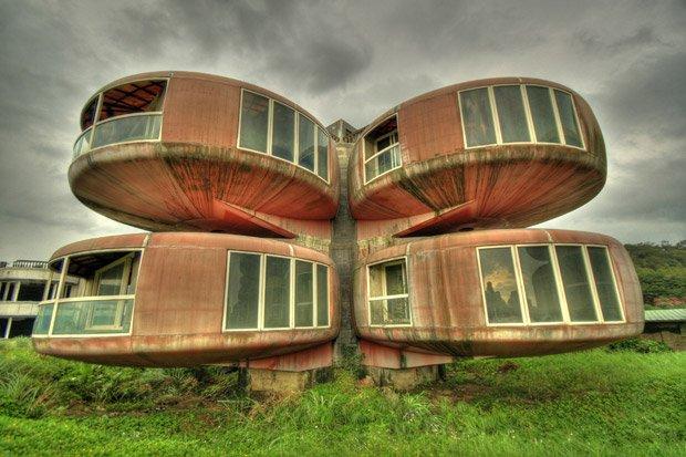 Les maisons colorées du village futuriste de Sanzhi sont restées à l'abandon durant 40 ans. Copyright : Cypherone / Flickr