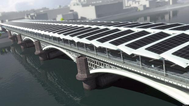 Les 4 400 panneaux photovoltaïques qui recouvrent la station Blackfriars Bridge ont été posés par la société Solarcentury.  Copyright : Solarcentury