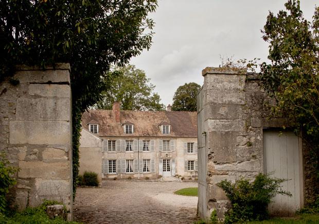 Située près de Versailles, dans les Yvelines, la ferme de Gally est un ancien prieuré, longtemps rattaché à l'abbaye Sainte-Geneviève de Paris. Copyright : Lafontan / Les fermes de Gally
