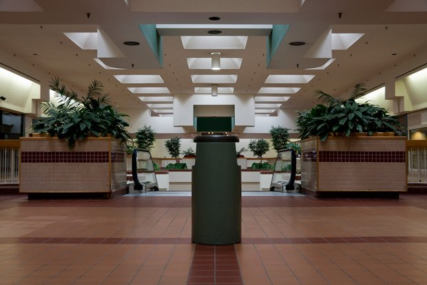 "Andrew Helger, ""Dead Mall 02"", 2011. Source: http://www.flickr.com/photos/achelger/5580178672/"