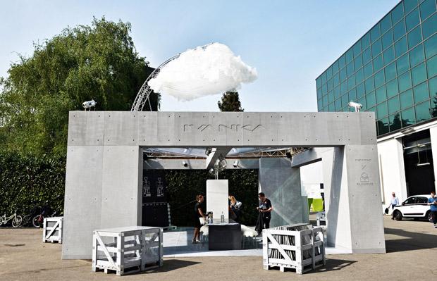 Avec sa structure en acier, la maison conçue par la société Ivanka permet de rendre l'eau de pluie potable. Copyright : Ivanka
