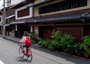 Yasushi nous ouvre les portes de sa maison, en apparence discrète, elle a révélé tous ses charmes à l'intérieur - crédits Antoine Dubois